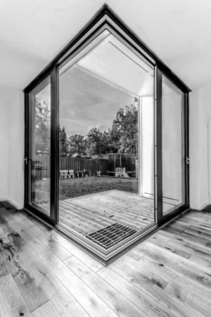 image دکوراسیون مدرن ساده و صمیمی خانه ویلایی با عکس