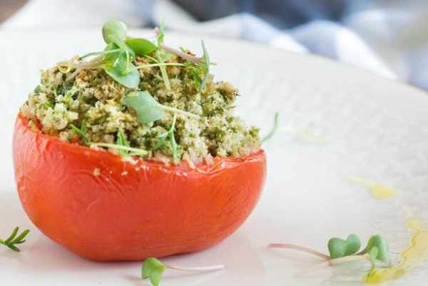 image آموزش تصویری پخت گوجه شکم پر برای تزیین میز مهمانی