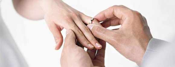 image آیا اگر تفاوت سنی زن و شوهر خیلی زیاد باشد گرفتار طلاق می شوند