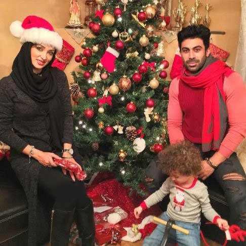 image عکس جشن روناک یونسی با همسر و پسرش کریسمس