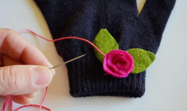 image آموزش دوخت طرح های متنوع روی دستکش بافت بچگانه
