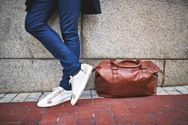 image وقتی همیشه کفش سفید می پوشید چطور آن را تمیز کنید
