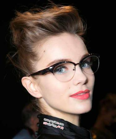 image اگر با عینک آرایش میکنید این نکات را بخوانید