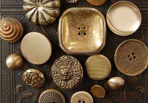 image ترفندی جالب برای جلوگیری از سیاه نشدن دکمه های طلایی لباس