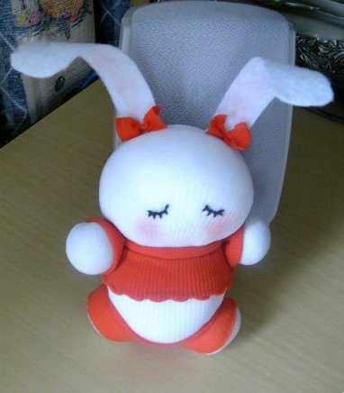 image آموزش عکس به عکس درست کردن عروسک خرگوش با جوراب