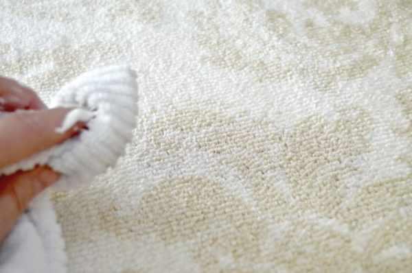 image, یک ترفند جادویی و کاربردی برای پاک کردن لکه های دائمی فرش