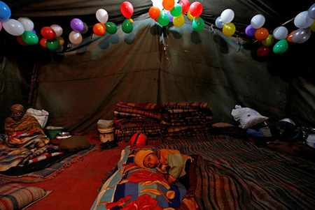image, عکسی از خانه چادری بی خانمان های دهلی هند
