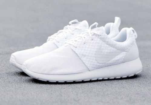 image, اگر اهل پوشیدن کفش سفید در فصل های گرم هستید بخوانید