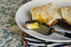 image آموزش درست کردن صبحانه مقوی با قارچ