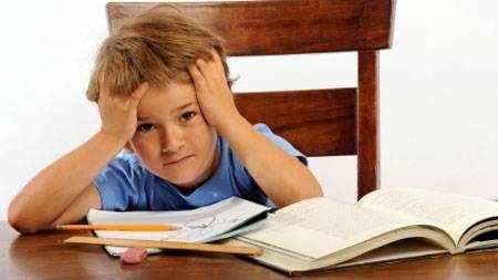 image وقتی کودک در نوشتن املا مشکل دارد چطور به او کمک کنید