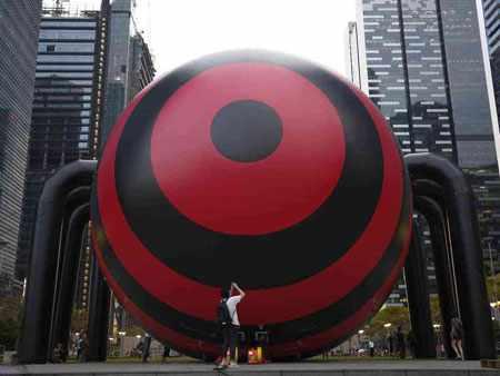image عکس نصب عنکبوت بزرگ در جشنواره خلیج مارینا سنگاپور