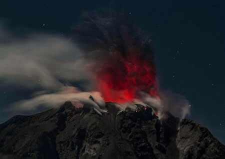 image عکسی زیبا از کوه آتشفشان سینابانگ اندونزی
