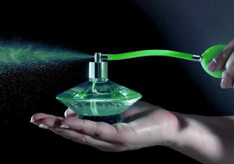 image چطور از عطر استفاده کنید تا ماندگاری بیشتری داشته باشد