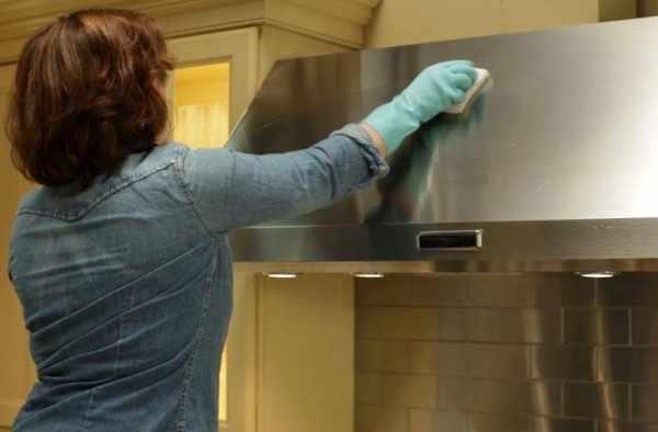 image ترفندهای خانه داری برای پاک کردن سریع و تمیز هود آشپزخانه
