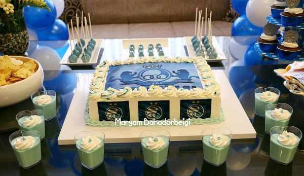 image, چیدمان میز تولد با تم آبی و خوراکی های شیک و کیک طرح تیم استقلال