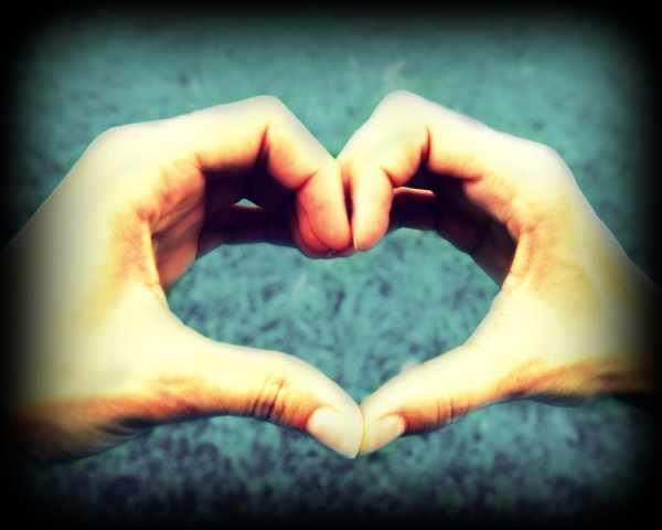 image عکس قلب ساخته شده با دست دو نفر برای پروفایل