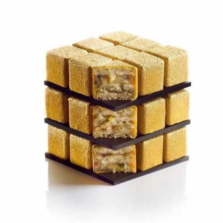 image عکس های دیدنی از کیک خوشمزه به شکل مکعب هوش روبیک