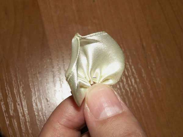 image آموزش تصویری درست کردن گل رز با روبان