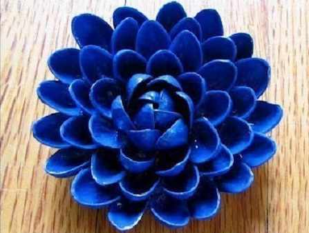image آموزش تصویری ساخت گل های تزیینی با پوست پسته های بی مصرف