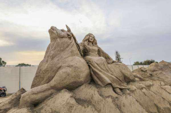 image, عکس های دیدنی از مجسمه های شنی ساخته شده در ساحل