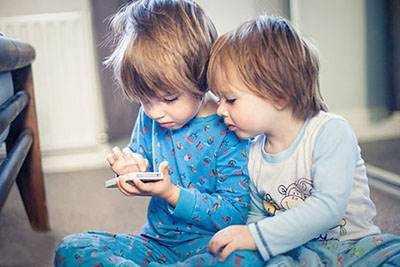 image ضررهای استفاده از تلفن همراه و وای فای برای بچه ها