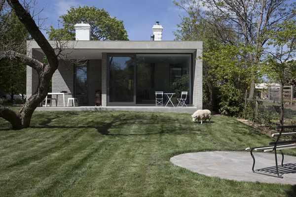 image, آموزش دکوراسیون خانه های ال شکل با یک دیوار تاریک  بدون پنجره