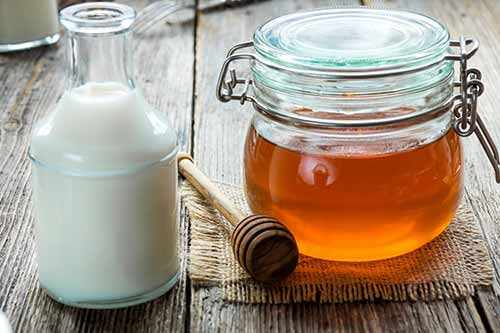 image با خوردن شیر و عسل شب ها خواب راحتی داشته باشید