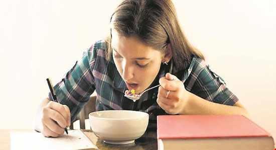 image فصل امتحانات چه برنامه غذایی داشته باشید تا نمره های خوب بگیرید