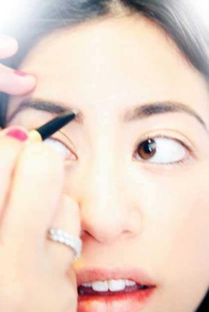 image, مثل آرایشگر ها ابرو بردارید با آموزش عکس به عکس