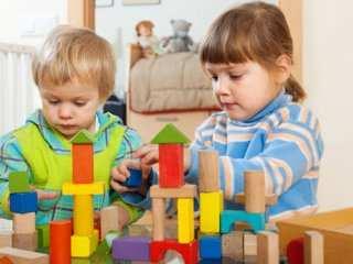 image چطور در فضای خانه های کوچک کودک خود را سرگرم کنید