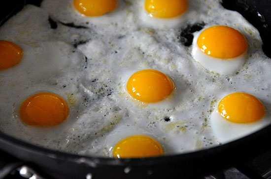 image, چطور مثل سرآشپزهای معروف نیمرو درست کنید