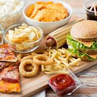 image غذاها و نوشیدنی هایی که بعد از ساعت ۸ شب نباید بخورید