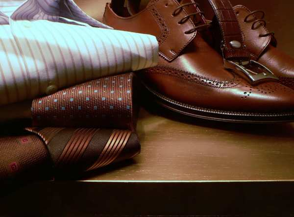 image راهنمای خرید و ست کردن لباس های قهوه ای مخصوص آقایان