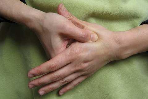 image درمان سریع سردرد فقط با فشار دادن یک نقطه از بدن