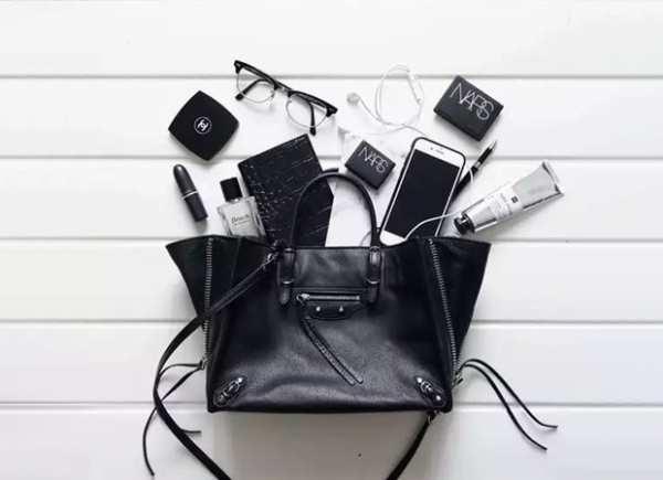 image چطور مراقب کیف دستی  چرم باشید تا خراب نشود