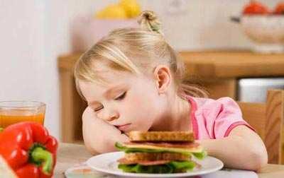 image چرا بچه های کوچک نسبت به غذا خوردن بی اشتها میشوند