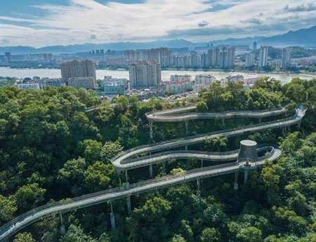 image تصویری دیدنی از پل پیاده روی در شهر فوژو چین