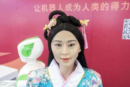 image عکس روبات انسان نما در لباس چینی نمایشگاه بین المللی روبات