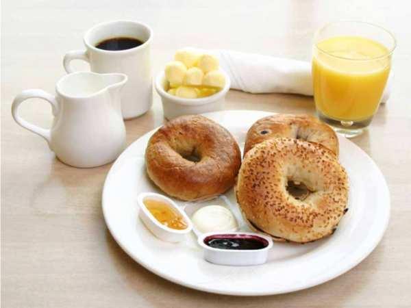 image نوشیدن آب گرم در صبح زود چه فایده ای دارد