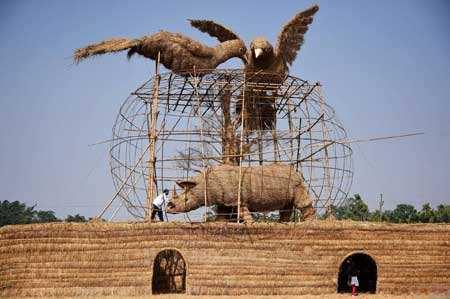 image, ساختن مجسمه حیوانات به وسیله نی و چوب بامبو هند