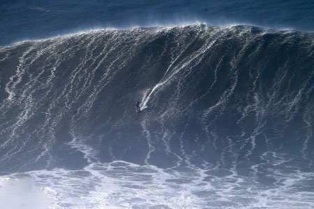 image موج سواری در سواحل پرتغال