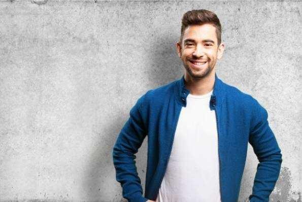 image علت ریختن موهای سر در سن پایین و ۲۰ سالگی نشانه چیست