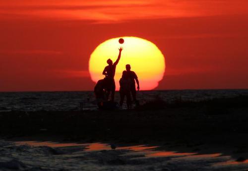 image تصویر زیبایی از غروب ساحل شبه جزیره کریمه