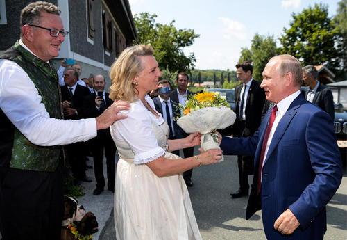 عکس, تصویری از ولادیمیر پوتین در مراسم عروسی وزیر خارجه اتریش