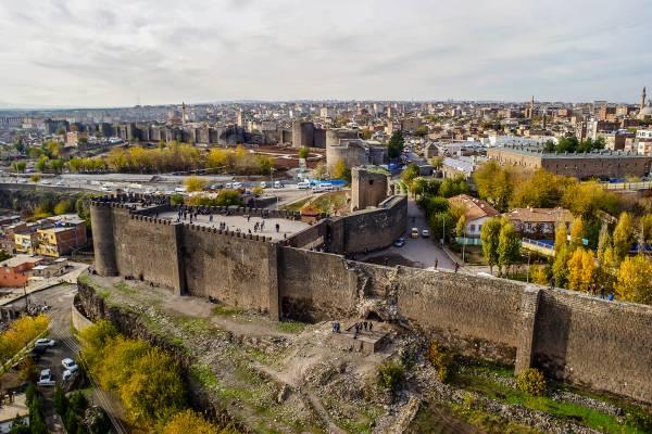 image شهرهایی زیبایی که دور آنها کامل دیوار کشیده شده