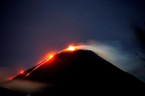 image عکسی زیبا از لحظه آتشفشان در گواتمالا