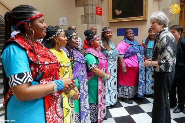 عکس, تصویری از ملاقات گروه جشن انجیل با ترزا می نخست وزیر انگلستان