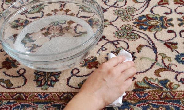 image آموزش پاک کردن انواع لکه از روی فرش