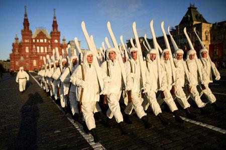 عکس, عکس رژه با لباس های تاریخی در میدان سرخ مسکو