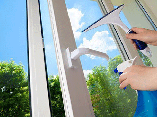 image چطور شیشه ها را پاک کنید تا دیرتر لکه شوند